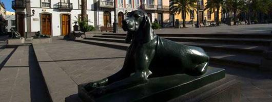 Sculpture in the square Plaza de Santa Ana