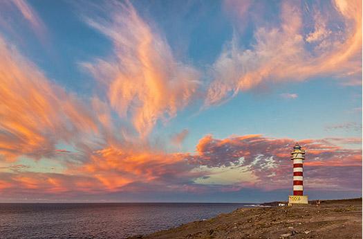 Sonnenuntergang am Leuchtturm von Sardina del Norte