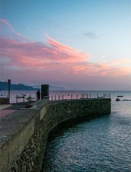 Der Kai von Sardina del Norte