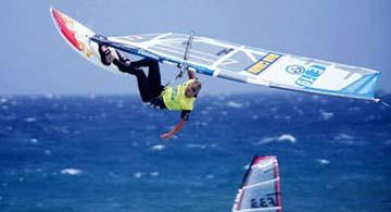 Kapriolen eines Windsurfers