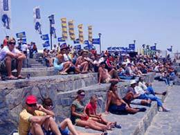 Pubblico che osserva il Mondiale di Windsurf a Pozo Izquierdo