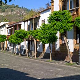 Balkonfassaden in der Calle Real de la Plaza