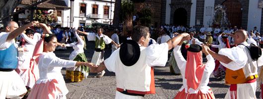Grandi e piccini si divertono durante le Feste del Pino