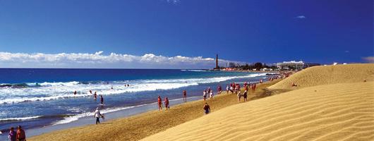 Vista panoramica della playa de Maspalomas con il faro sullo sfondo